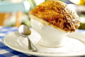 O sabor de Paris aqui Perto: sopa de cebola