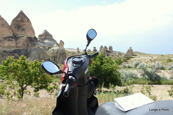 De moto pelas estradas da Cappadocia Turquia