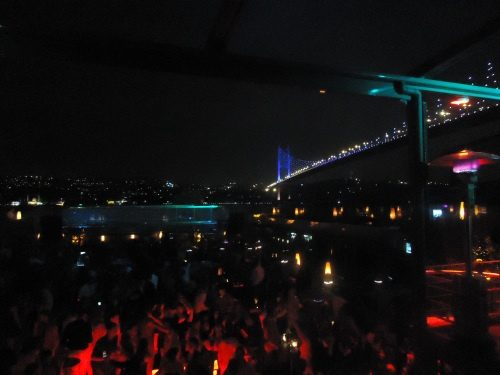 Reina – Uma balada em Istambul Turquia