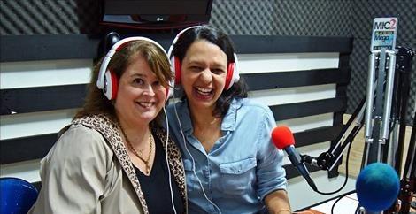 Carla Caldas e Longe e Perto em entrevista na Radio Mega Brasil Online