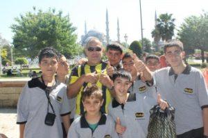 Em Istambul Turquia descobrindo a lingua universal do Futebol